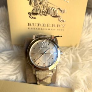 AUTHENTIC BURBERRY Women's Luxury Watch BU9029